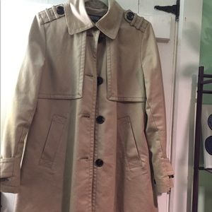 Trench coat with tortoise accents